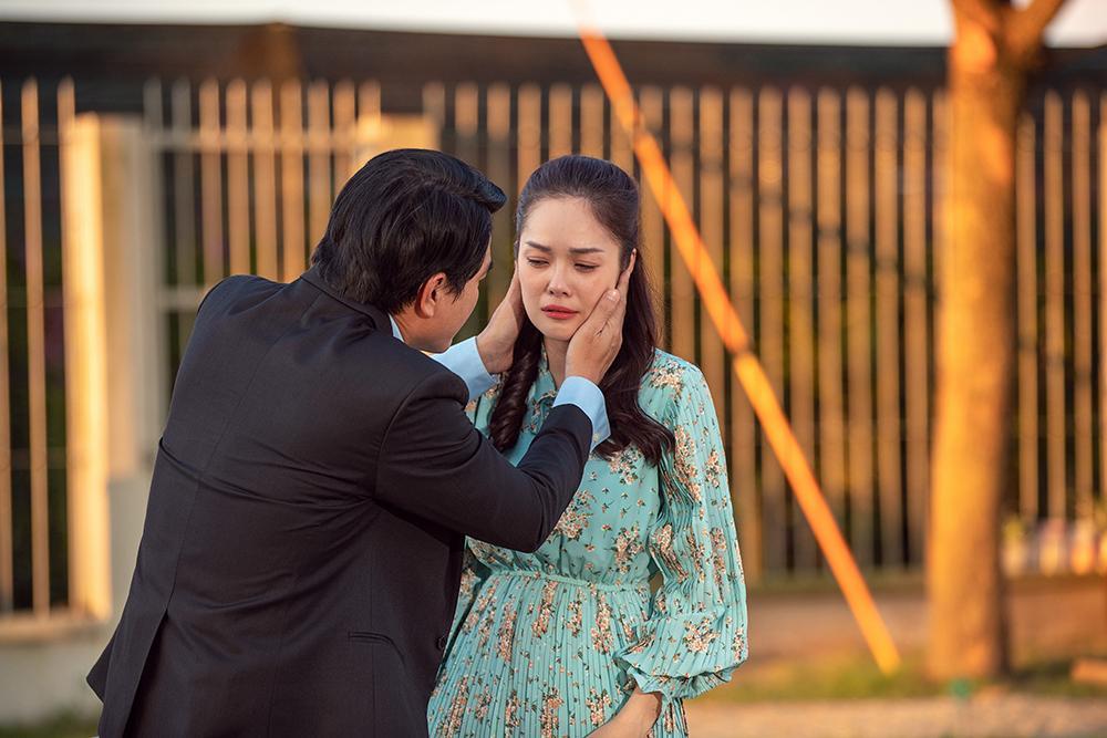 Dương Cẩm Lynh mất 3 ngày quên ăn uống để lựa trang phục hàng hiệu cho vai diễn mới-9
