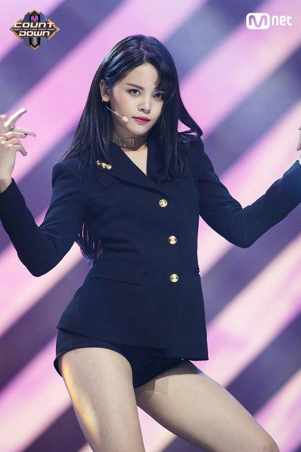 Nhan sắc và gia thế khủng của Lisa cùng dàn thần tượng Thái Lan tại Hàn-7