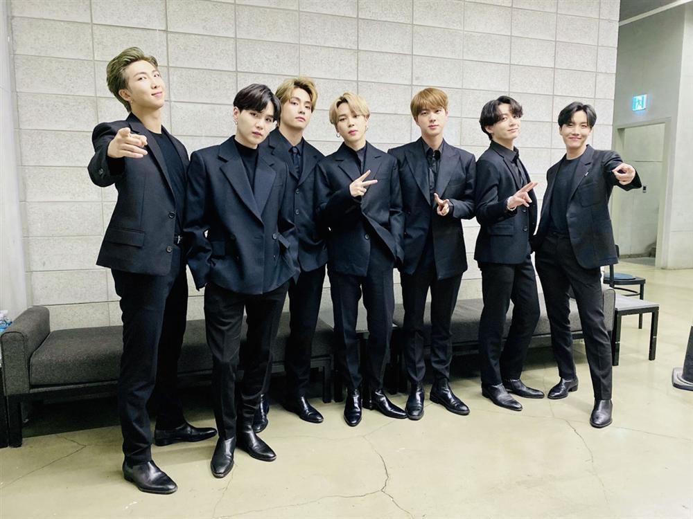 BTS bị tố chơi bẩn, cố tình ngáng đường comeback của Black Pink-1