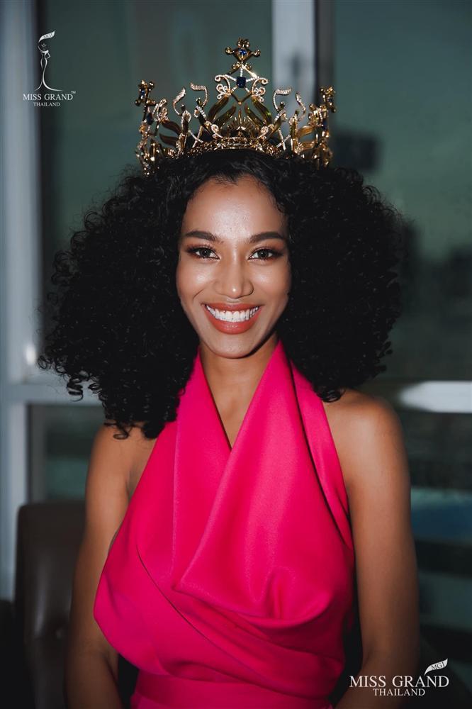 Nhan sắc tân Miss Grand Thailand 2020 nhìn giống y chang Diệu Nhi đội vương miện-14