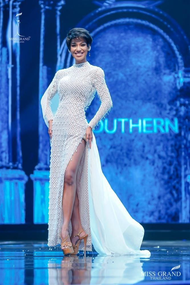 Nhan sắc tân Miss Grand Thailand 2020 nhìn giống y chang Diệu Nhi đội vương miện-9