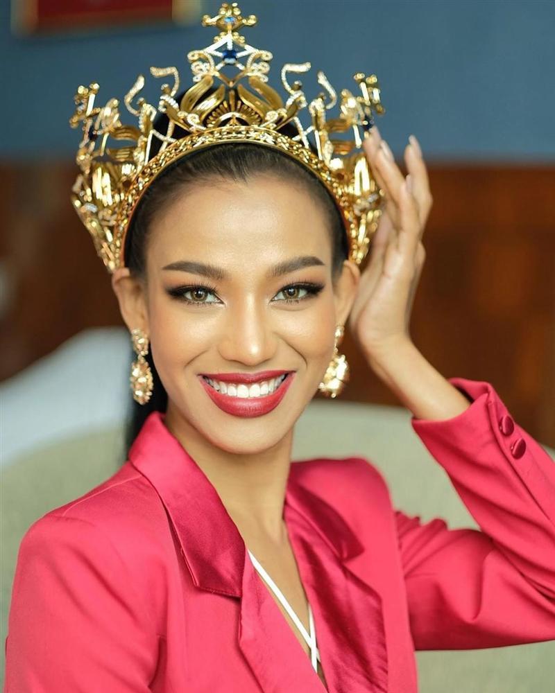 Nhan sắc tân Miss Grand Thailand 2020 nhìn giống y chang Diệu Nhi đội vương miện-10