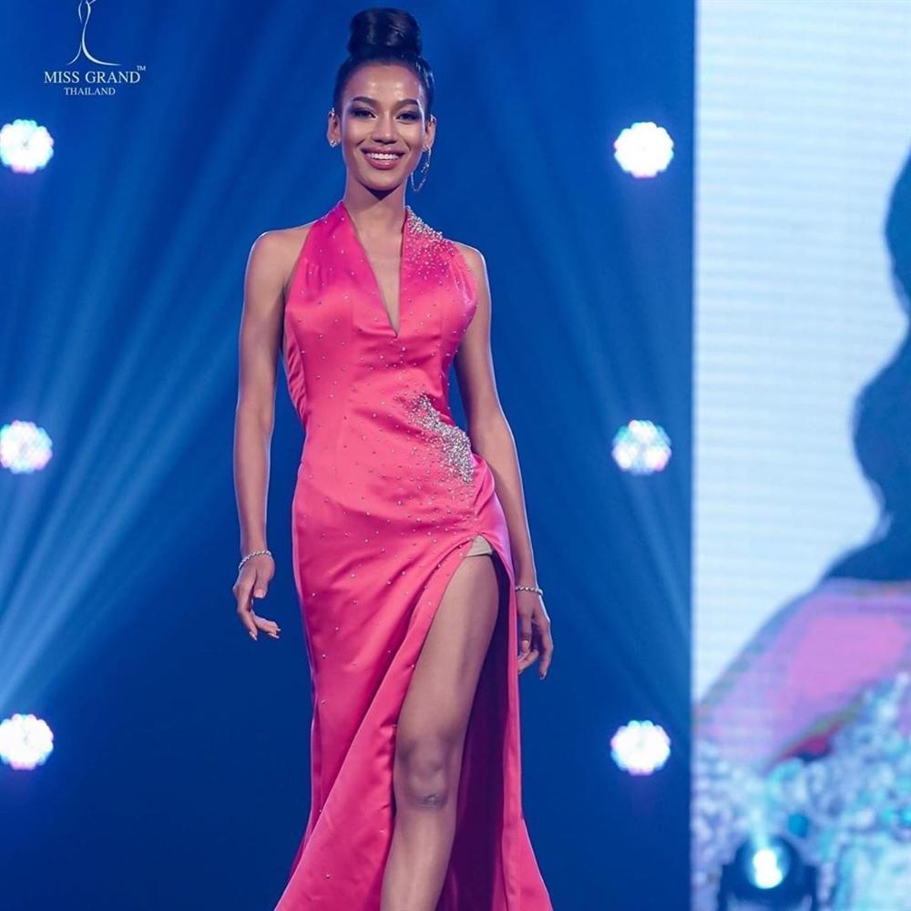 Nhan sắc tân Miss Grand Thailand 2020 nhìn giống y chang Diệu Nhi đội vương miện-8