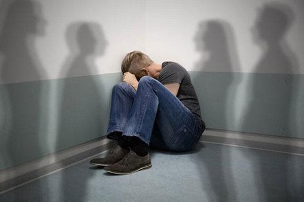 Nhập viện tâm thần sau khi cách ly xã hội vì COVID-19-1