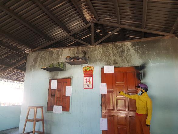Bé trai bị bỏng nặng trong vụ phóng hỏa đốt nhà ở Phú Yên: Bà ngoại ơi... cứu con-1