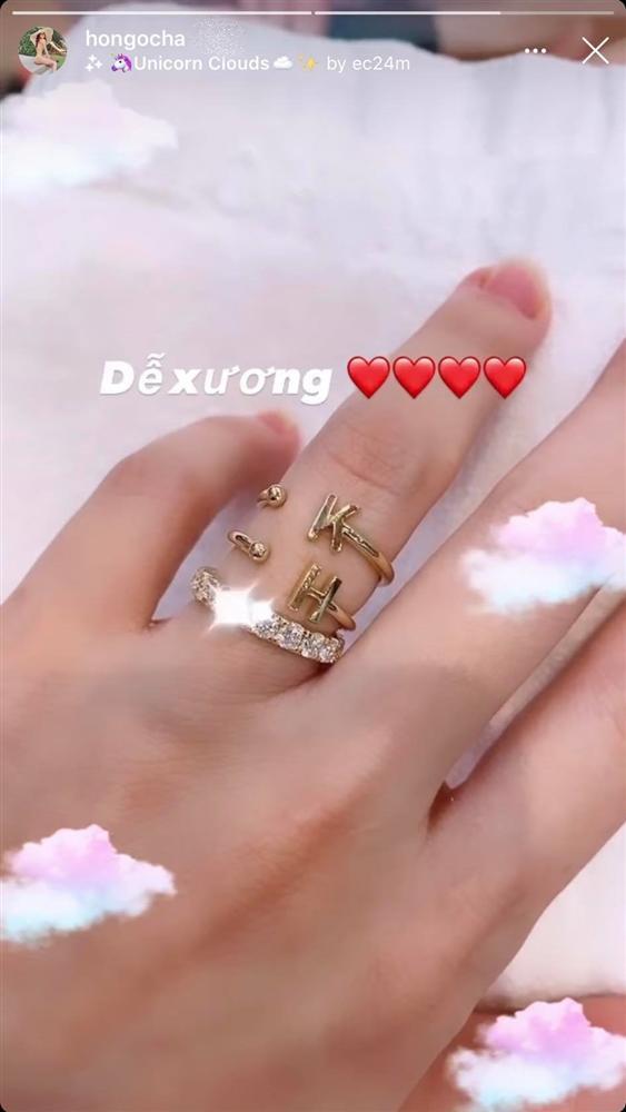 Tháo nhẫn đôi với Kim Lý, Hồ Ngọc Hà thay nhẫn khác vào ngón áp út mà vẫn chứng tỏ tình yêu-1