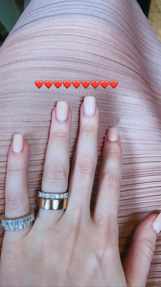 Tháo nhẫn đôi với Kim Lý, Hồ Ngọc Hà thay nhẫn khác vào ngón áp út mà vẫn chứng tỏ tình yêu-3
