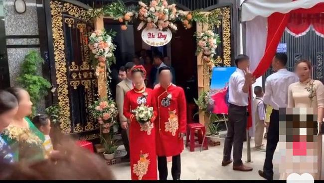 Đám cưới 2 nhà sát vách độc đáo, dân mạng tưởng lầm ảnh photoshop-5