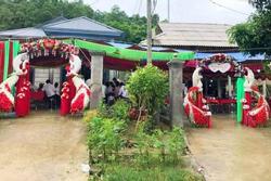 Đám cưới 2 nhà sát vách độc đáo, dân mạng tưởng lầm ảnh photoshop