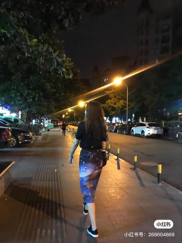 Con gái khoe có mẹ 53 tuổi vẫn trẻ xinh bất chấp, dân mạng hoảng hốt vì mình mới 23 tuổi mà đã dừ quá-5