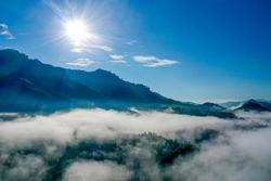 Ngắm mây trắng bên dải Trường Sơn Đông