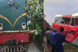 Tàu hỏa đâm xe đưa đón học sinh: Người dân đã nhắc, tài xế vẫn cố tình vượt