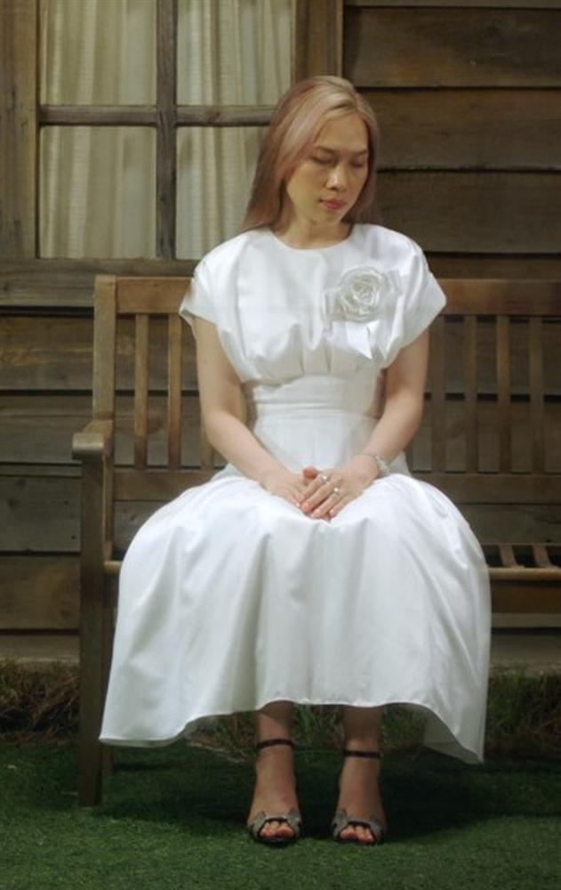 Chị đại Mỹ Tâm mặc gì mà được khen nức nở trong MV Đúng Cũng Thành Sai-10