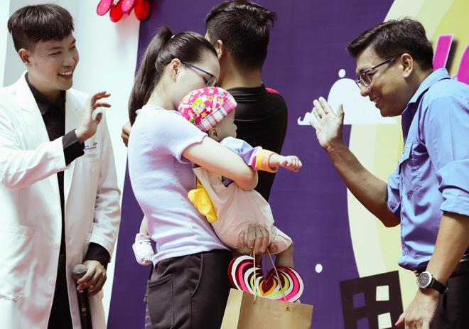 Trúc Nhi - Diệu Nhi tươi như hoa đón Trung thu cùng bố mẹ trong bệnh viện-6