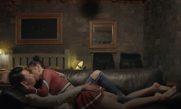 Những nụ hôn ấn tượng trên màn ảnh Việt khiến nữ chính nảy sinh cảm xúc thật-6