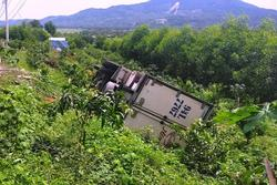 Dừng xe đi vệ sinh, tài xế bị chiếc xe ô tô mình lái tụt dốc tông chết