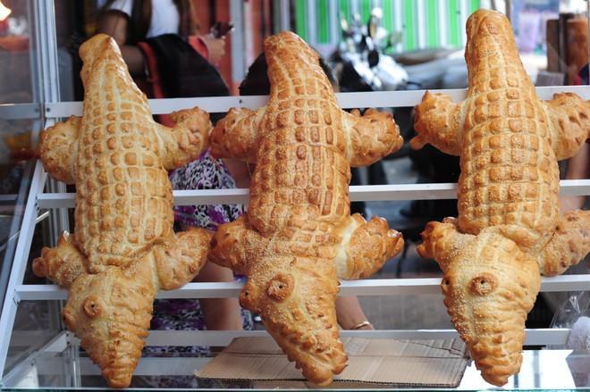 Món bánh mì yêu nước độc nhất vô nhị ở Hà Nội khiến dân tình thi nhau thả like-4