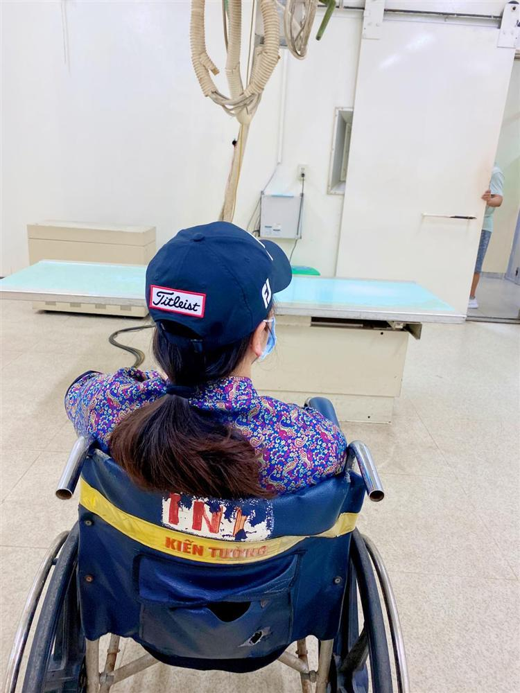 Nhật Kim Anh gặp tai nạn vẫn đi làm, mẹ đẻ phải ở bên dìu dắt-3