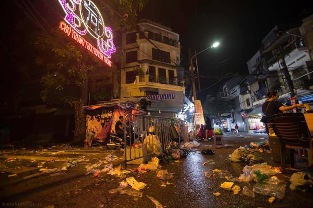 Nhà nhà đổ xô đi chơi Trung thu, tàn cuộc để lại Hà Nội ngập trong biển rác-3