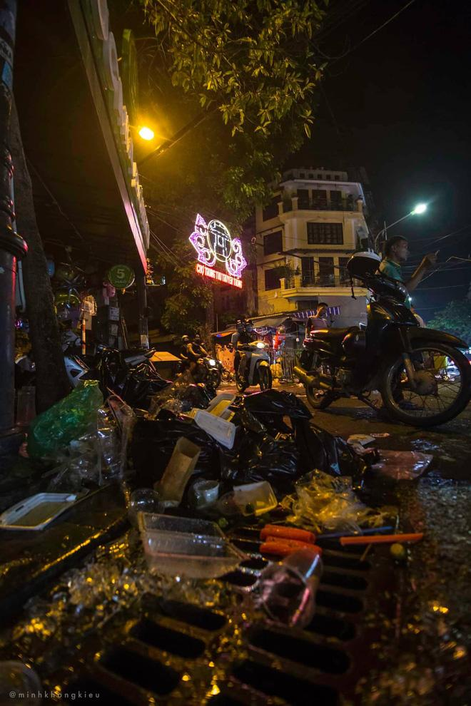 Nhà nhà đổ xô đi chơi Trung thu, tàn cuộc để lại Hà Nội ngập trong biển rác-6