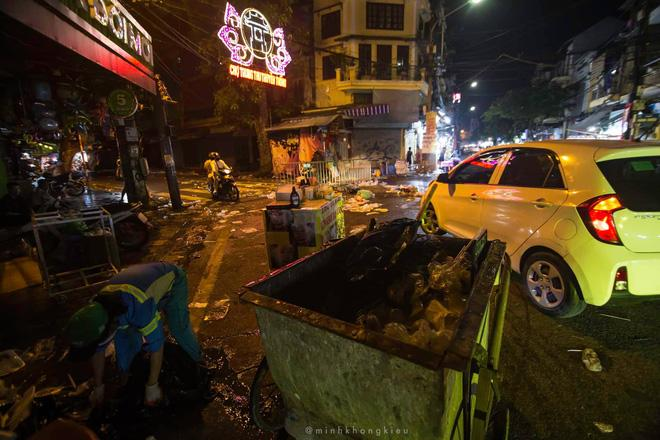 Nhà nhà đổ xô đi chơi Trung thu, tàn cuộc để lại Hà Nội ngập trong biển rác-10