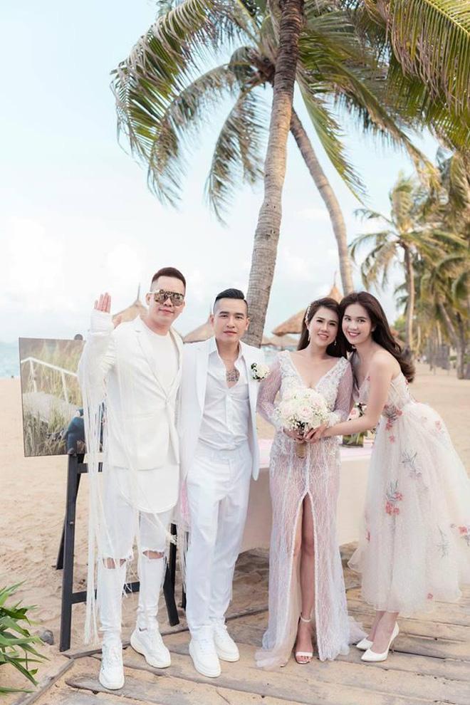 Ngọc Trinh nhiều lần chiếm spotlight cô dâu vì mặc quá nổi bật-1