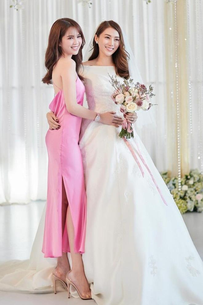 Ngọc Trinh nhiều lần chiếm spotlight cô dâu vì mặc quá nổi bật-3