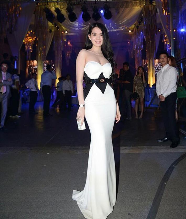 Ngọc Trinh nhiều lần chiếm spotlight cô dâu vì mặc quá nổi bật-5