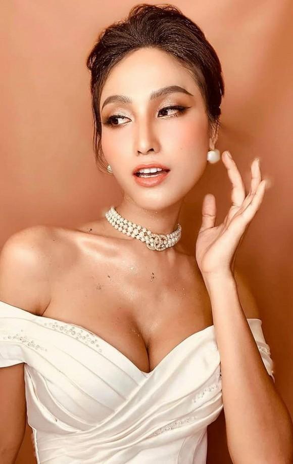 Hoa hậu chuyển giới Hoài Sa khoe ngực đơ như quả bóng-4