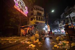 Nhà nhà đổ xô đi chơi Trung thu, tàn cuộc để lại Hà Nội 'ngập trong biển rác'