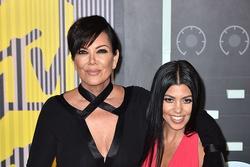 Mẹ con Kris Jenner bị kiện quấy rối tình dục
