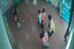 Vụ bé gái 2 tuổi bị bố của bạn đánh ở Lào Cai: Gia đình không chấp nhận lời xin lỗi