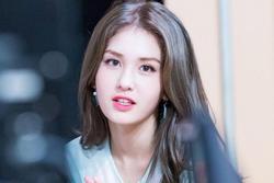 'Thiên thần lai' Jeon Somi chắc cả đời phải chịu mang nickname 'bình hoa vô cảm'