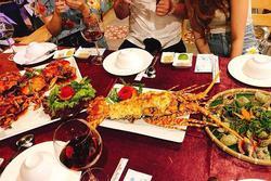Dân chơi 'phông bạt' mời cả nhà người yêu đi ăn hải sản đắt tiền rồi lặn mất tăm