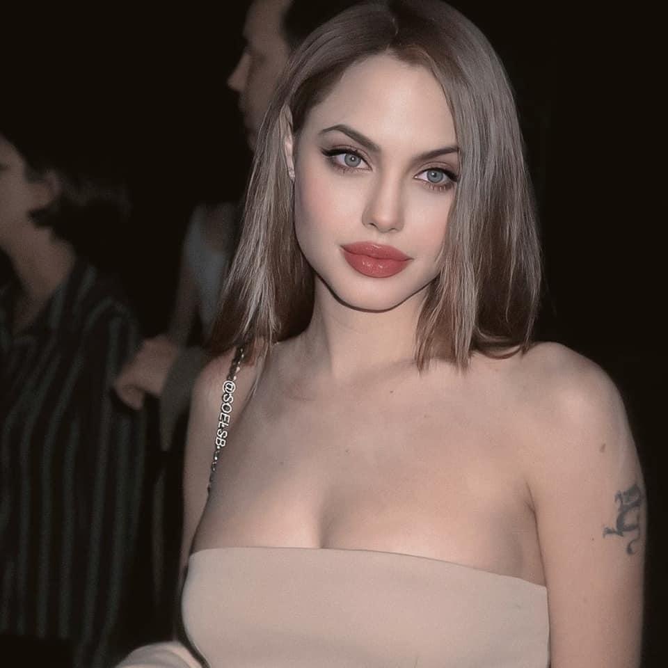 Rần rần hình Angelina Jolie xinh đẹp kiều diễm nhưng hóa ra chỉ là một cú lừa-3