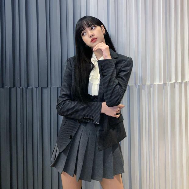Nghi án Lisa và Jisoo diện chung váy: Đôi chân dài như chỉnh ảnh quá đà khiến dân tình choáng nặng-4