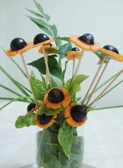 Hội chị em trổ tài cắm hoa bằng rau củ đẹp lạ, chơi chán thì mang nấu ăn-4