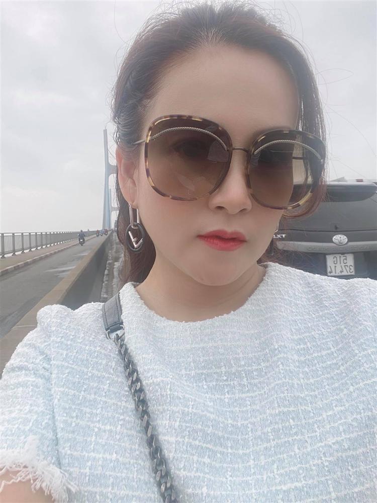 Vợ kẹt cứng trên cầu 3 tiếng, Bình Minh xuất hiện giải cứu như người hùng-2