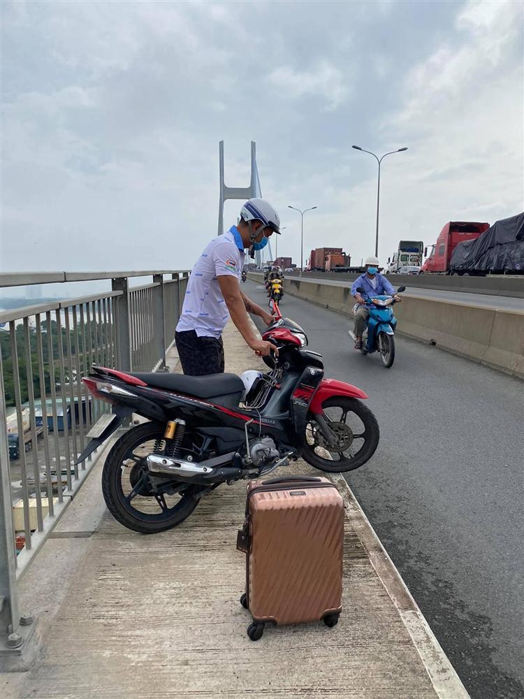 Vợ kẹt cứng trên cầu 3 tiếng, Bình Minh xuất hiện giải cứu như người hùng-3