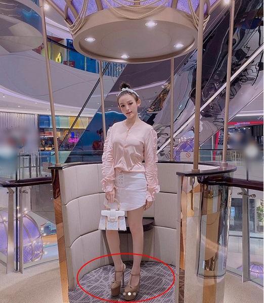 Huyền Baby - Hương Giang - Bích Phương hẳn là có thù với loại giày này-3