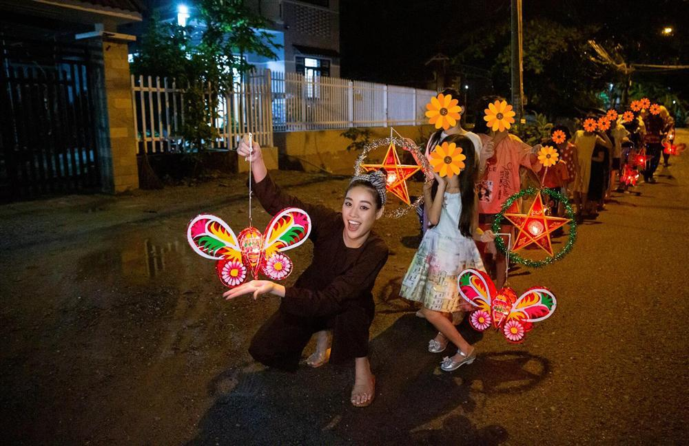 Hoa hậu Khánh Vân bị chỉ trích làm màu từ thiện: Sự thật bất ngờ!-4