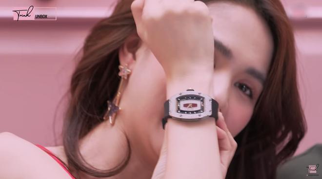 Giúp việc nhà Ngọc Trinh lên đời xách túi Hermès, đeo đồng hồ xa xỉ tổng 7,3 tỷ đồng-6