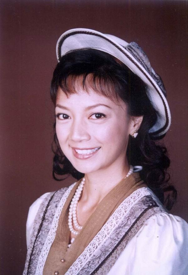 Hoa hậu Hong Kong bị chê xấu, từng cầm cố vương miện trả nợ bây giờ ra sao?-6