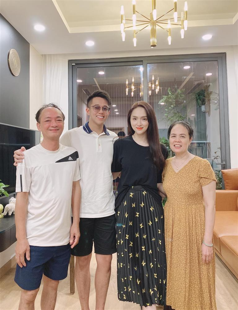 HOT: Matt Liu chính thức ra mắt đại gia đình Hương Giang tại Hà Nội-1
