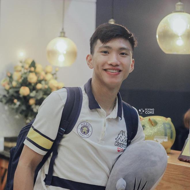 HOT: Rộ tin Đoàn Văn Hậu có bạn gái mới, là thí sinh thi Hoa hậu Việt Nam-1