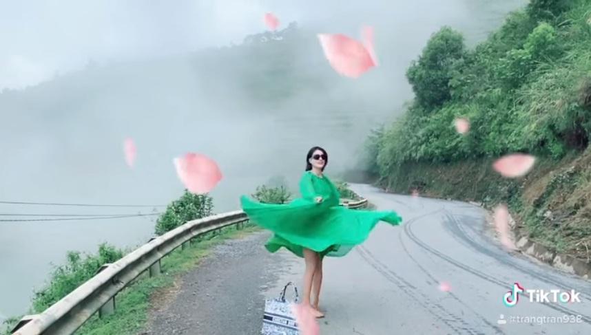 Trang Trần múa tiên nữ sơn cước, người xem thót tim vì xém lộ hàng-2