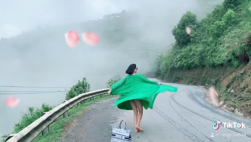 Trang Trần múa tiên nữ sơn cước, người xem thót tim vì xém lộ hàng-4