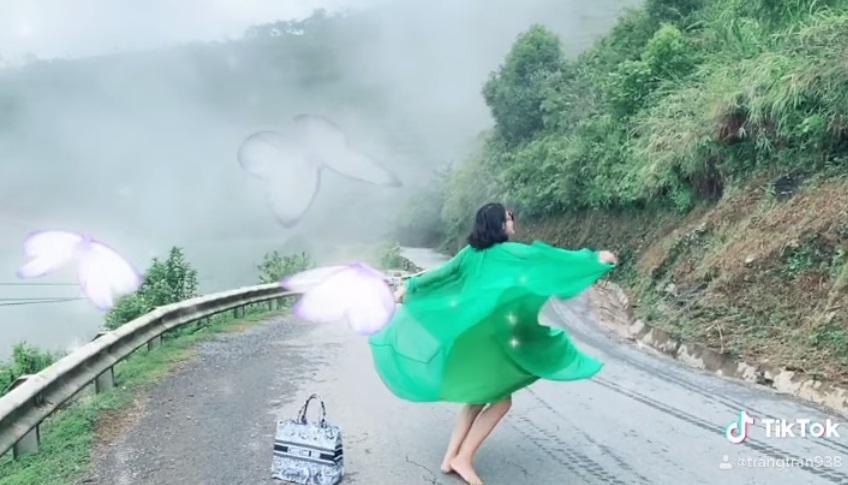Trang Trần múa tiên nữ sơn cước, người xem thót tim vì xém lộ hàng-3