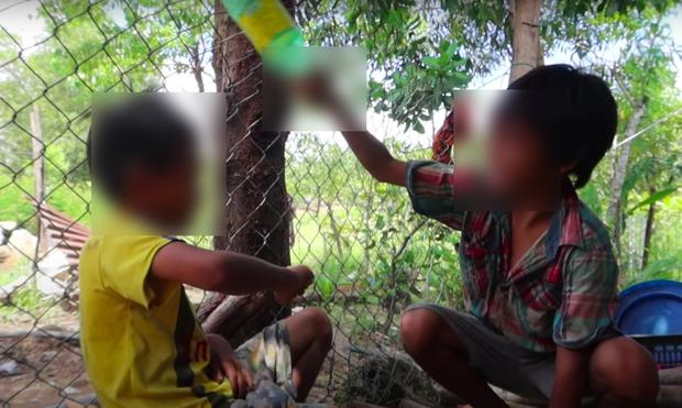 Sốc: Nam vlogger bị YouTube cảnh cáo vì bạo lực trẻ em nhưng vẫn bất chấp làm tiếp?-3
