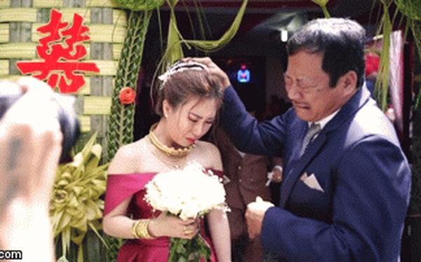 Cưới con gái, bố ôm mặt khóc như mưa nhưng thái độ của cô dâu khiến dân mạng tranh cãi-6